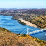 Hudson-River-and-Bear-Mountain-Bridge-in-Autumn