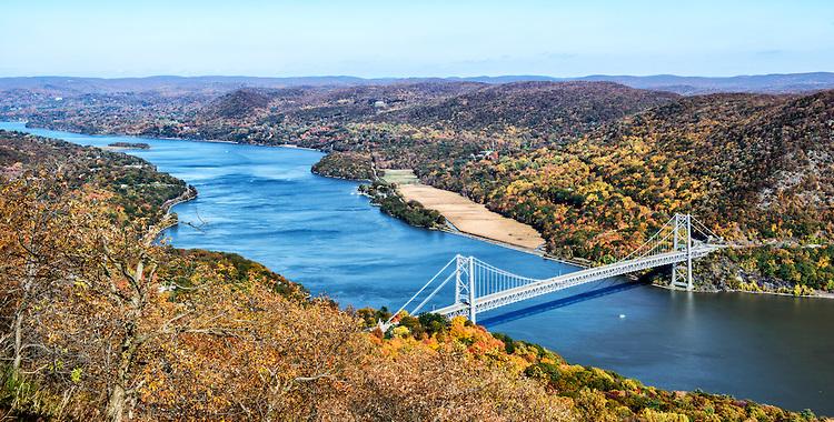 Hudson-River-and-Bear-Mountain-Bridge-in-Autumn